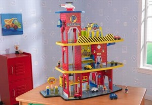 Garaj de lemn pentru copii