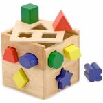 Shape Sorting: Cub din lemn